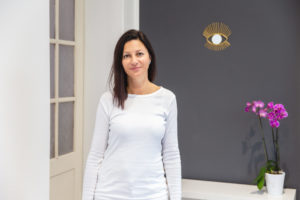 Portraetfoto Mitarbeiterin Kosmetikstudio