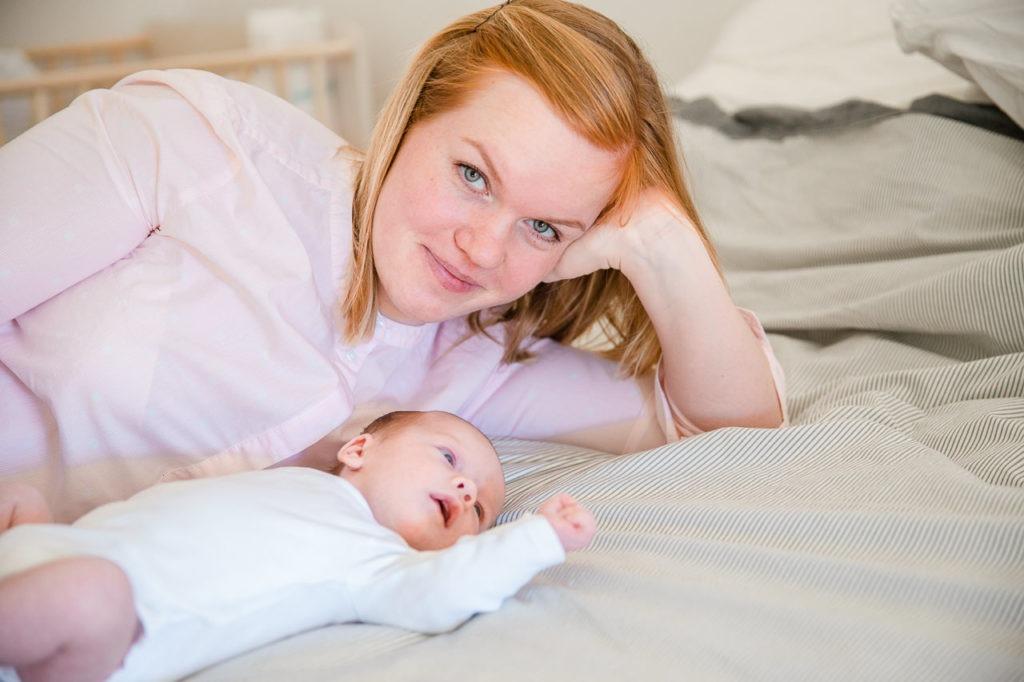Baby mit Mutter